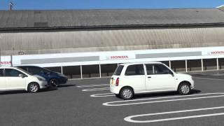 駐車場からグルっと見渡してみました。 店舗・サービス工場・広々駐車場...
