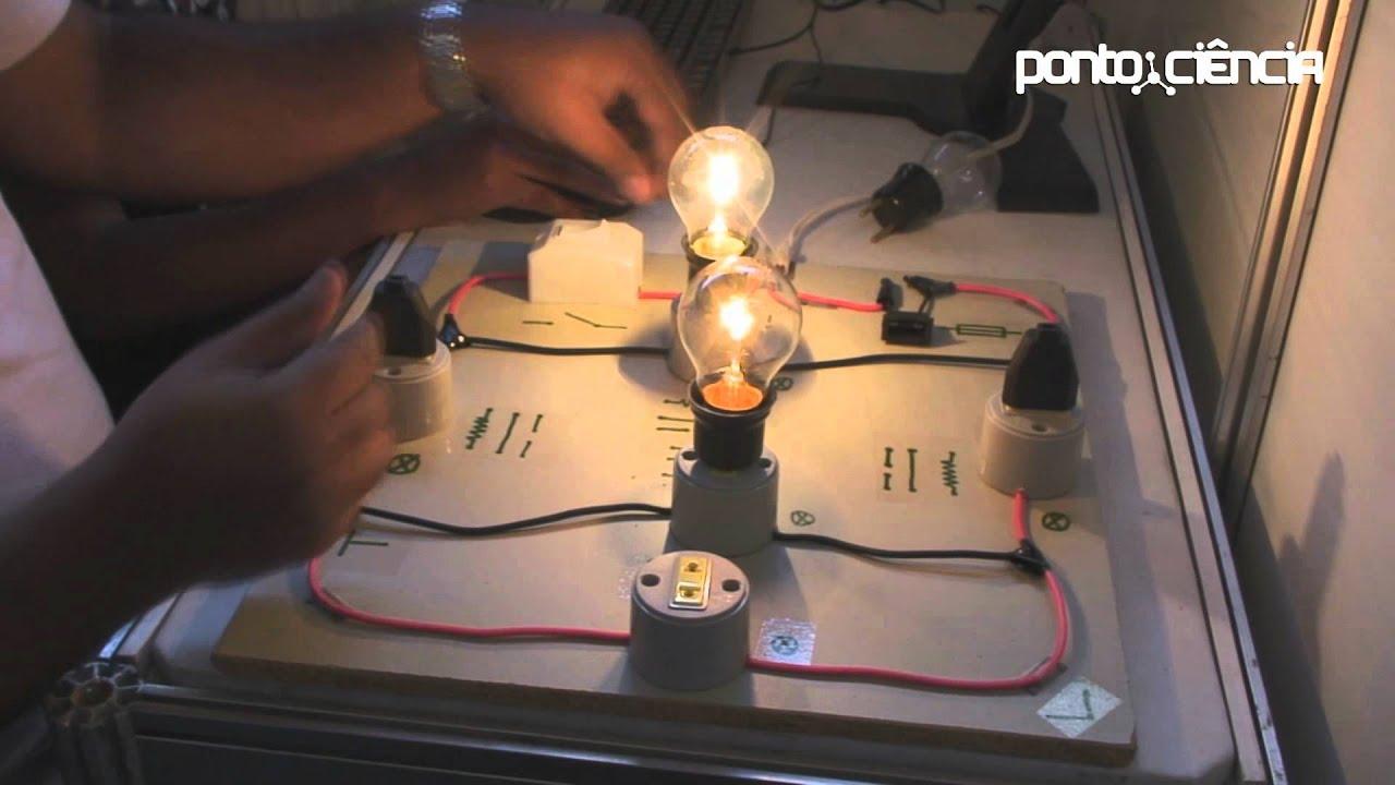 Circuito Eletrico : Pontociência circuito elétrico paralelo e série youtube