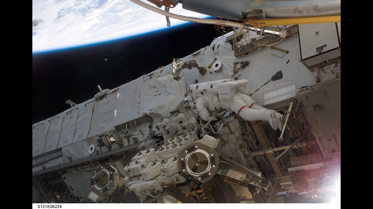astronaut on spaceship - photo #32