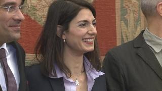 Italie : la maire populiste de Rome, Virginia Raggi, à l'épreuve du pouvoir