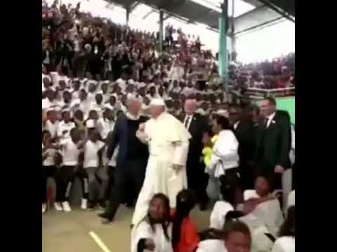 voces de miles de niños  Akamasoa, #Madagas papá Francisco padre Pedro Opeka