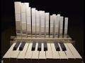 Une curiosité insolite: un petit orgue en papier et en carton
