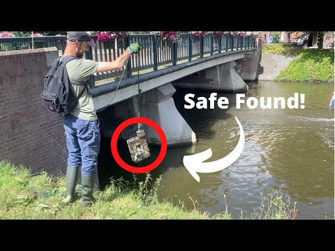 Safe and Very Old Gun Found Magnet Fishing in Amsterdam! (Crazy day)