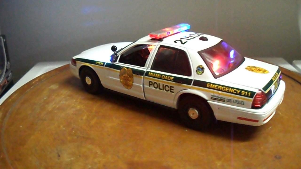 Miami dade police ford crown victoria 1 18 scale diecast