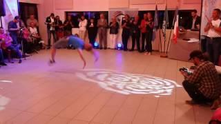 Евгений Смирнов зажигает !!! Хорошему танцору ... Танцевать можно и на одной ноге !