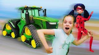 Леди Баг в зоопарке. Шоу Охотники за игрушками: видео для девочек.