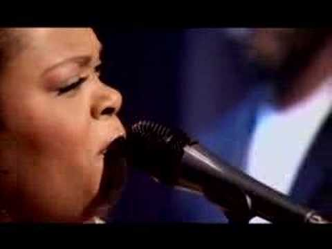 "Jill Scott ""Hate On Me"" LIVE"