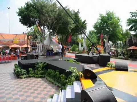 Model Muda Tv - Miss Jakarta Fair 2010 Backstage Catwalk 3 -Sign up Now www.modelmuda.com