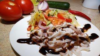Кальмар терияки с салатом.