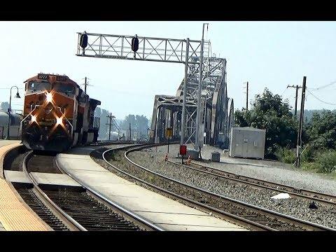 BNSF Diesel duo ET44C4 #3777 and Dash 9-44CW #5464 cross Columbia river into Vancouver WA (1 of 2)