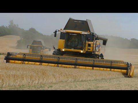 New Holland CR9090 & CX8.90 Working Hard in The Field Threshing Barley | Harvest 2018 | Danish Agri