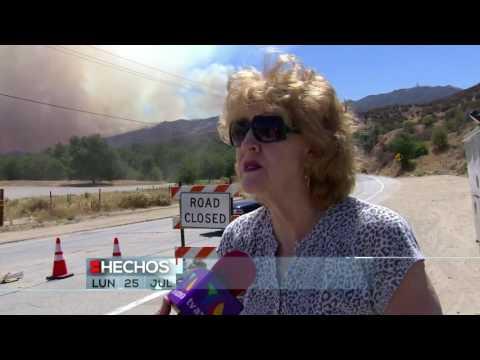 Incendio en Santa Clarita, CA arde sin control. Tan solo 10% del fuego ha sido contenido.