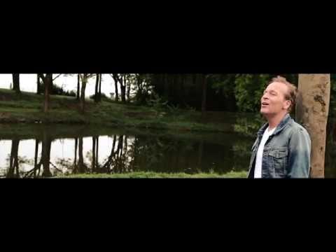 Dennis Jones - 'n Doosje Vol Met Liefde (officiële videoclip)