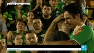 Brazil: thousands gather in Chapeco pitch and church to mourn football team plane crash