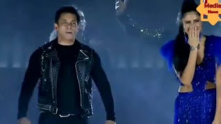 Salman khan and katrina kaif full live stage performance on BPL ll Media News.