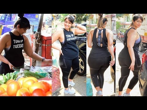 Actress Ileana D'Cruz After Workout Spotted at Vegetable Market in Mumbai | Gossip Adda