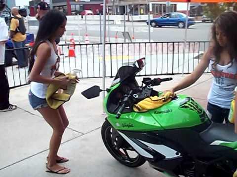 Hooters Bike Wash My Ninja 250R