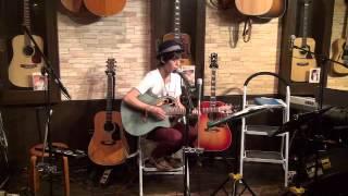 14年11月6日(木)博多・フォーク喫茶「白いギター」にて♪ 白いギターと置...
