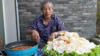 Ông Mưa Vlog - Làm Mâm Bánh Phồng Tôm Khổng Lồ Ăn Cùng Chảo Thịt Sốt Tương Cà Chinsu