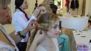 Прически вечерние на выпускной и свадебные на короткие и средние волосы. Локоны для принцессы.(Свадебные вечерние прически на выпускной или на каждый день - все эти образы легко доступны с Локонами для..., 2015-06-17T17:48:59.000Z)