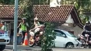 VIRAL!!! Cuplikan RX King lolos dari razia polisi.