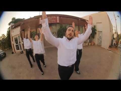 """Lipa Schmeltzer """"Mizrach"""" Official Music Video"""