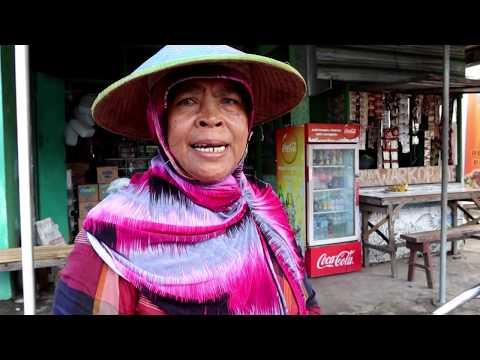 mbah-jeminah-jualan-jenang-tradisional-keliling