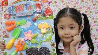 Đồ chơi làm vườn, trồng hoa cho bé