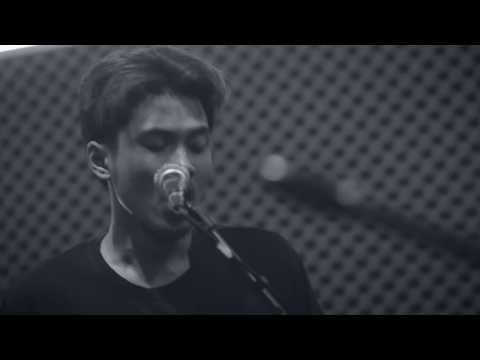 HANG OUT - KEMATIAN YANG INDAH (OFFICIAL VIDEO LIVE STUDIO SESSION)