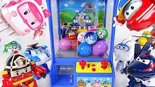 Super Wings and Robocar Poli's crane vending machine battle play -DuDuPopTOY