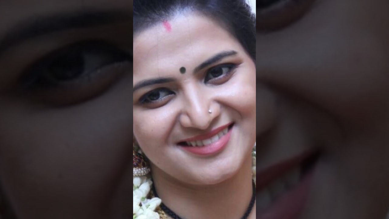 DD Divyadarshini vertical close up face