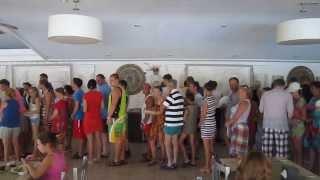 Aqua Bella Beach Hotel 4 & La Perla Beldibi 4  обед УЖАС!!!(, 2013-09-15T18:27:17.000Z)