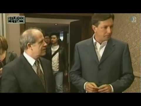 Ali Borut Pahor res živi na luni?