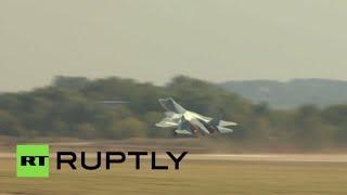 """بالفيديو.. مقاتلة الجيل الخامس """"سوخوي تي-50"""" الروسية تقدم عرضا مشوقا في """"ماكس-2015"""""""