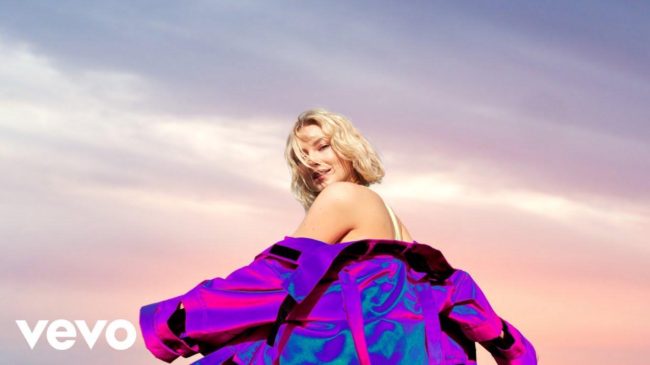 Astrid S slipper første singel fra debutalbumet: Dance Dance