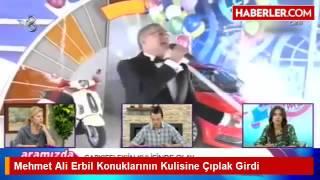 Mehmet Ali Erbil Konuklarının Kulisine çıplak Girdi