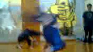 andi baila break dance