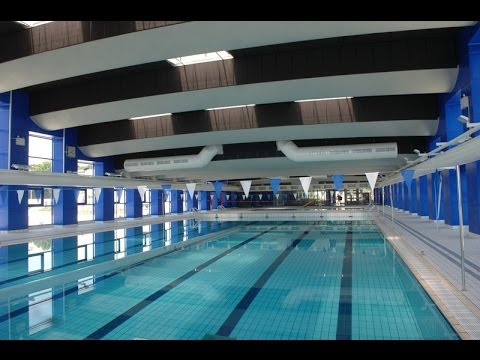 Les joies de la piscine municipale youtube for Piscine st meen le grand