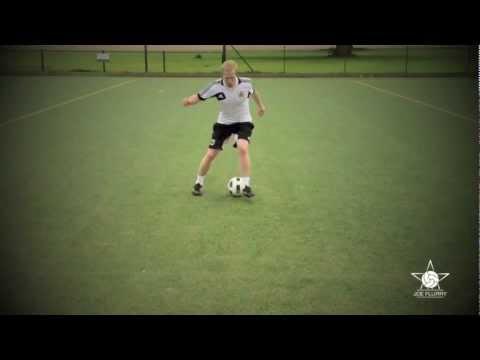 Learn how to do the Scissors Move - Football Soccer 1v1 Tutorial