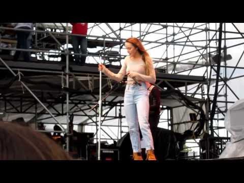 Danielle Bradbery singing Hello Summer