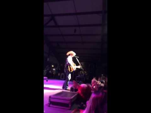 Cody Johnson - I Ain't Going Nowhere Baby