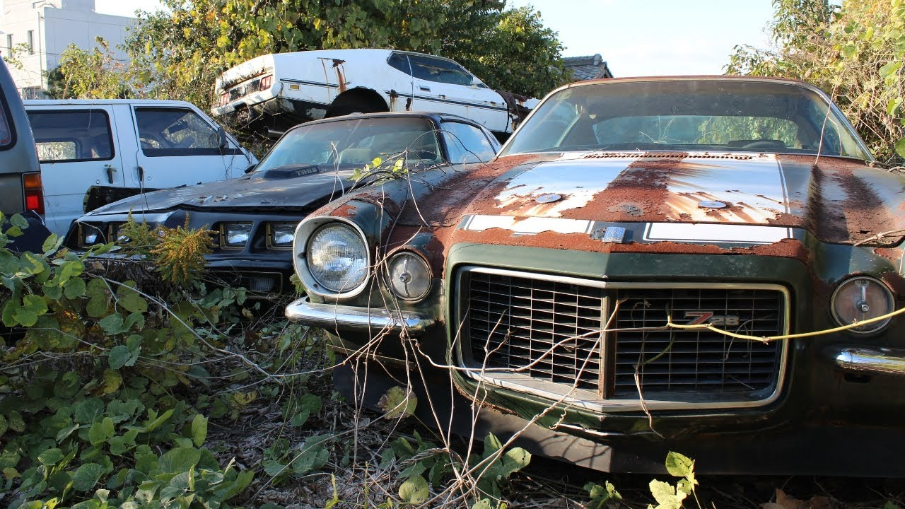 Left to rot - Abandoned American muscle-cars in Japan - YouTube