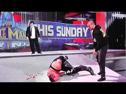 cm-punk-attacks-the-undertaker-and-empties-the-urn-20-1?