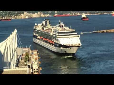 Vancouver ~ Boat from my Hotel Room Window  -  ils partent en Alaska