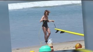 50-Year-Old Helen Hunt Looks Amazing in a Swimsuit - Splash News | Splash News TV | Splash News TV