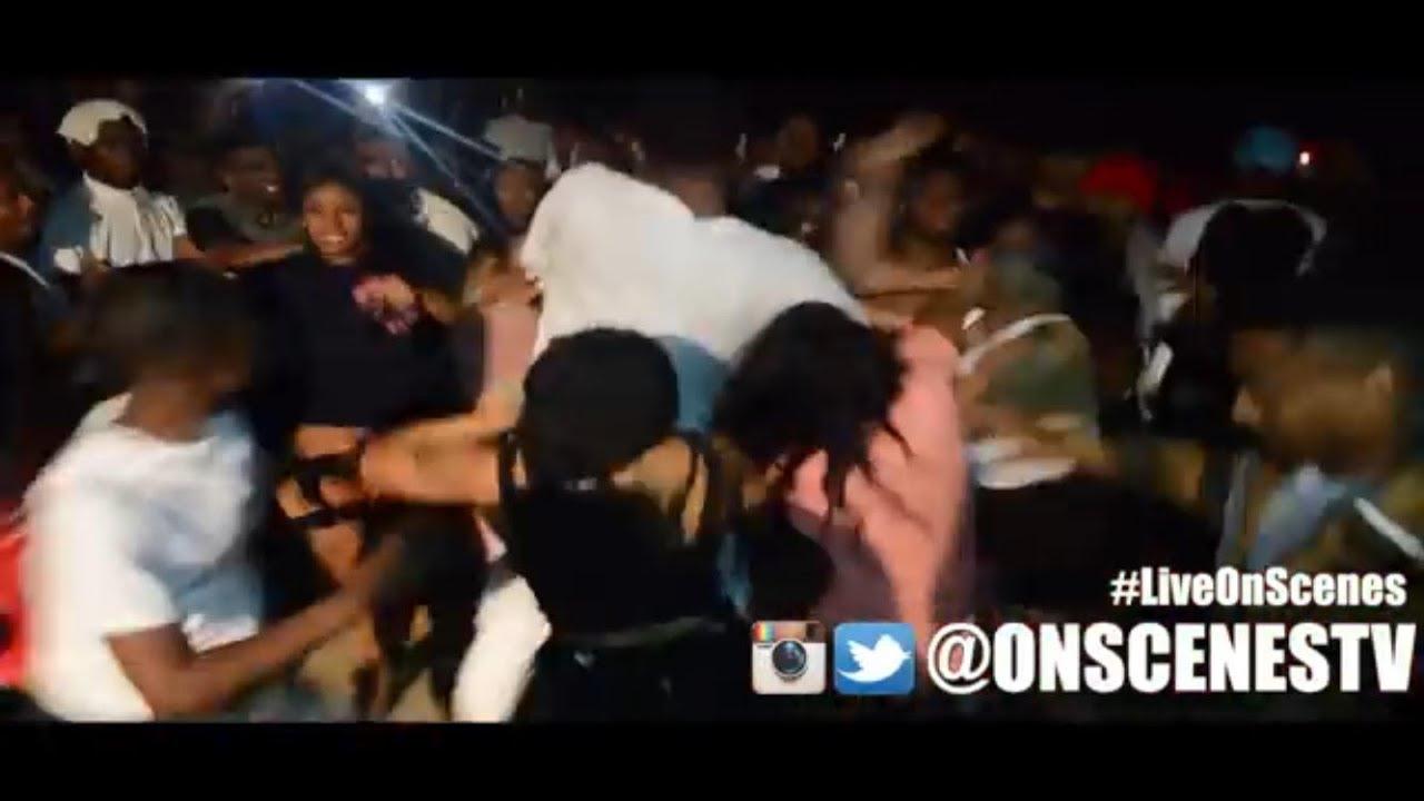 Black girl licks and kisses her girlfriend neck-6063