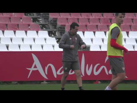 Imágenes de Unai Emery, entrenador del Sevilla FC, durante un entrenamiento