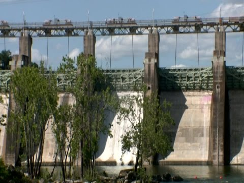 Floodgates open at Tom Miller Dam