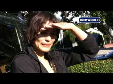 Shannyn Sossamon Is Really Nice To Paparazzi
