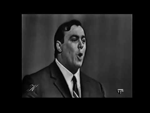 Young Luciano Pavarotti La Boheme Che gelida manina 29